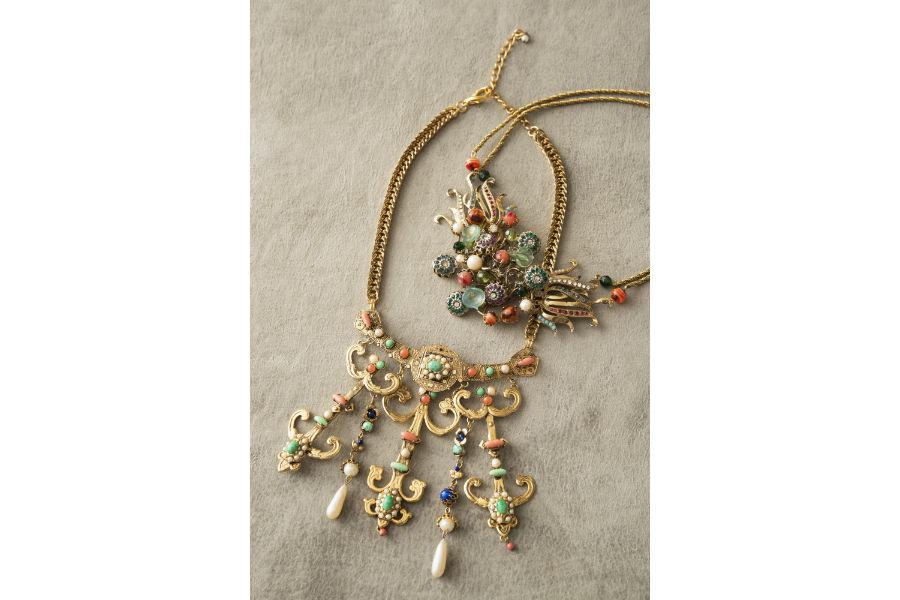 Ornella Bijoux: Collane realizzate a mano in metallo dorato, pietre di pasta di vetro, cristalli Swarovski, perle di imitazione, 1970. ©Francesca Moscheni