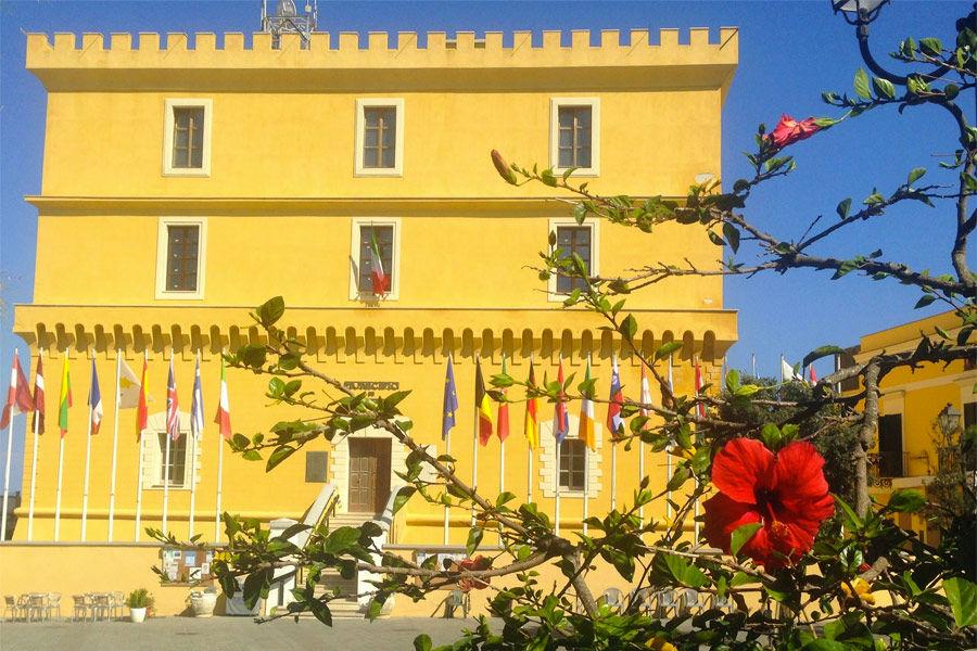Il Castello adibito a sede del Municipio e del Museo archeologico di Ventotene
