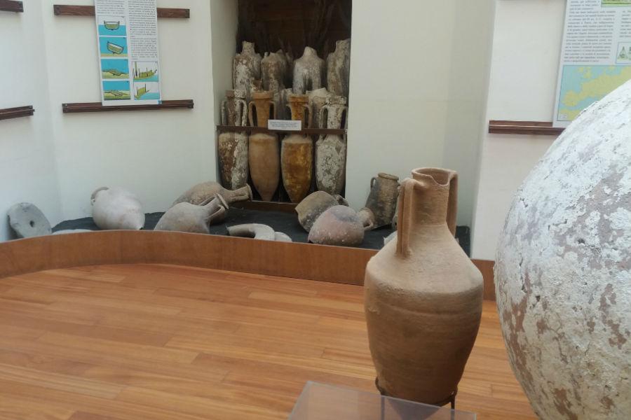 Reperti storici che si possono visitare all'interno del Castello adibito a sede del Municipio e del Museo archeologico di Ventotene