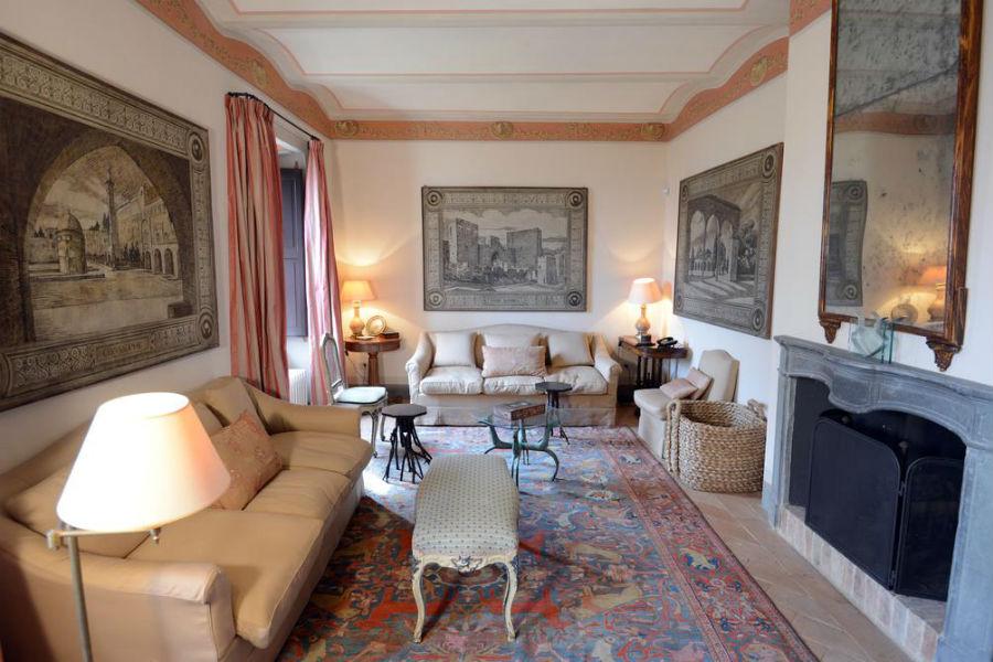 Borgo Castello di Fighine - il salotto di un'abitazione