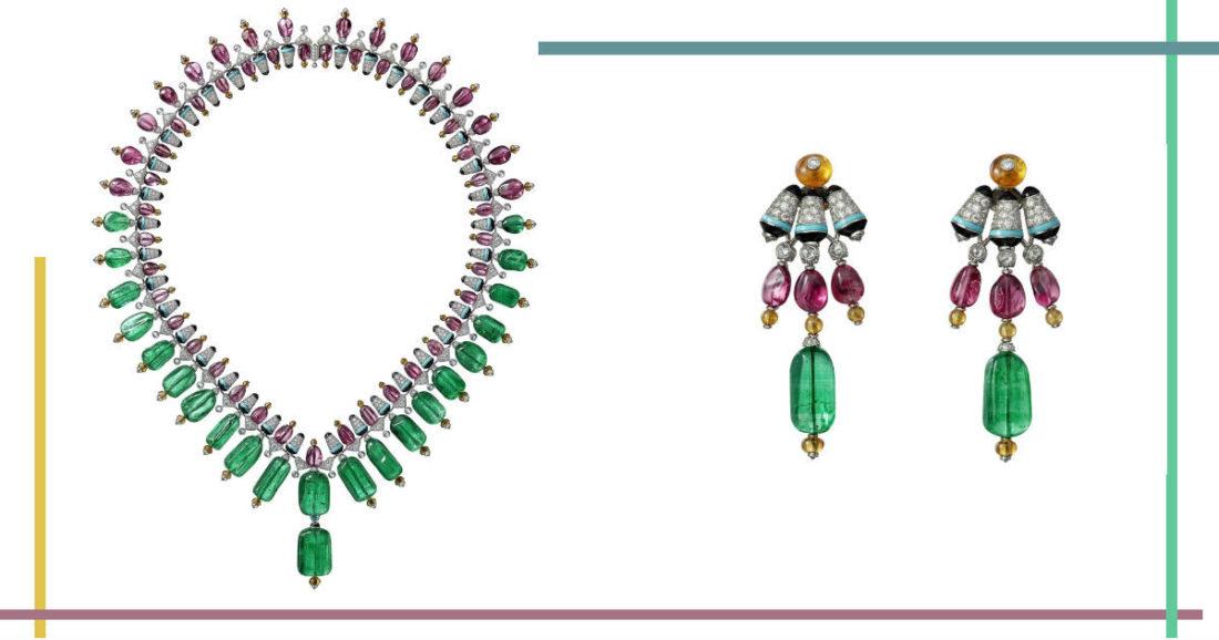 Gioielli Cartier – Coloratura – Alta gioielleria – Orecchini Cartier Chromaphonia in oro bianco, due smeraldi levigati dell'Afghanistan (10,87 carati), cristalli di spinelli, sferette di granati mandarino, turchese, onice, diamanti taglio rose, diamanti taglio brillante. Collana Chromaphonia in oro bianco, ventidue cristalli levigati di smeraldi dell'Afghanistan (199,02 carati), cristalli di spinelli, sferette di granati mandarino, turchese, onice, diamanti taglio rose, diamanti taglio brillante.