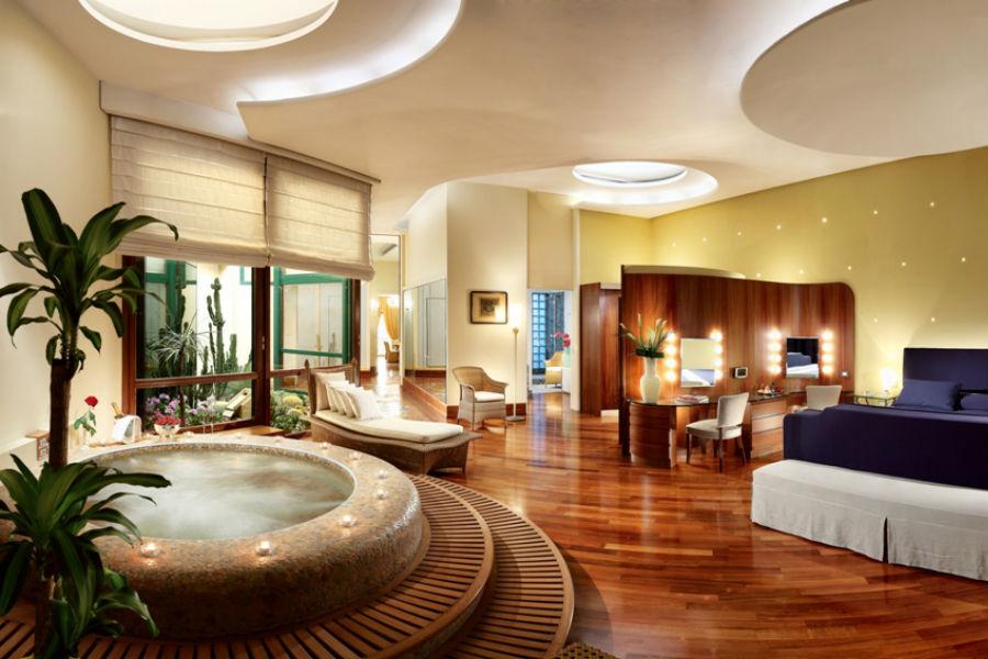 Grand Hotel Vesuvio Napoli: suite con vasca idromassaggio circolare