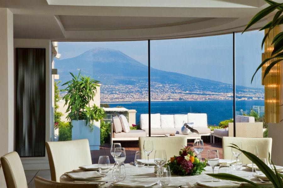 Grand Hotel Vesuvio Napoli: ristorante con vista panoramica sul Vesuvio