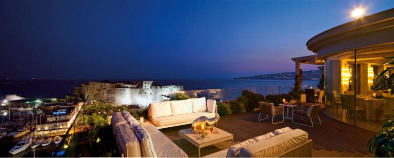 Grand Hotel Vesuvio Napoli: terrazza panoramica con vista su Castel dell'Ovo