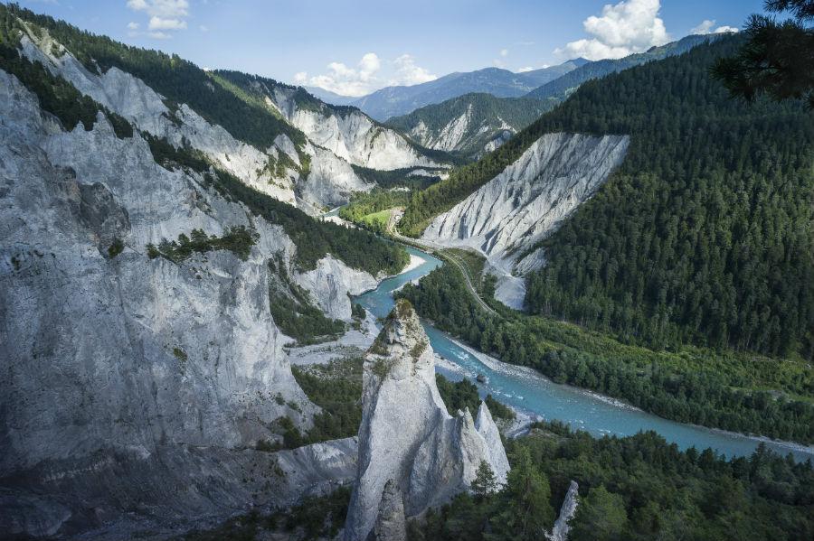 Un'immagine del fiume Reno, fonte di ispirazione per l'Oris Source of Life. La sua sorgente, presso il Tomasee, si trova a 2.343 metri di altezza nel cantone svizzero dei Grigioni. Il suo corso misura invece 1.233 chilometri e termina nel Mare del Nord dopo aver attraversato sei Paesi.