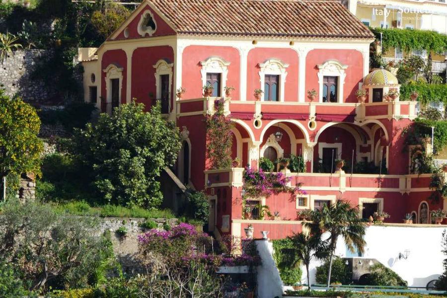 Facciata di Palazzo Violetta a Positano