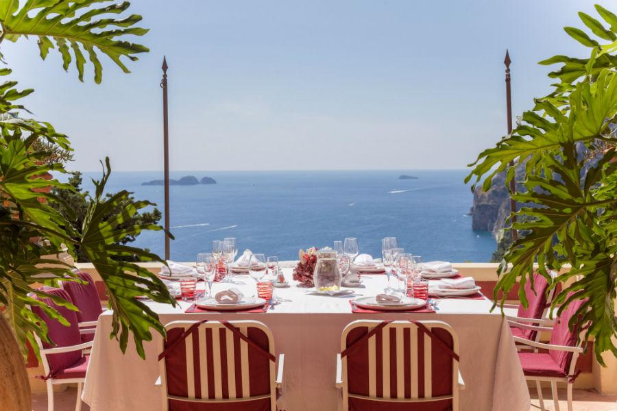Un angolo di relax sulle terrazze di Palazzo Violetta che si affacciano su Positano