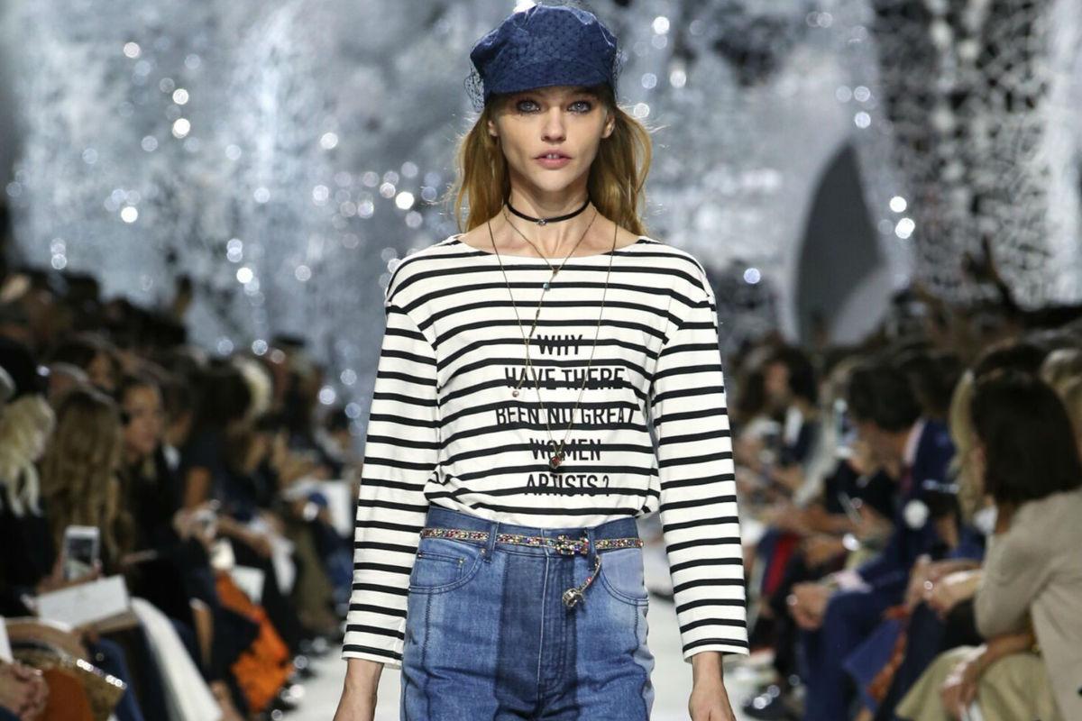 Un modello in stile marinaro per la SS 2018 di Christian Dior