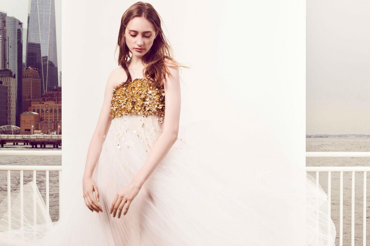 Abito in tulle bianco con corpetto in cristalli dorati - Pre Fall 2018