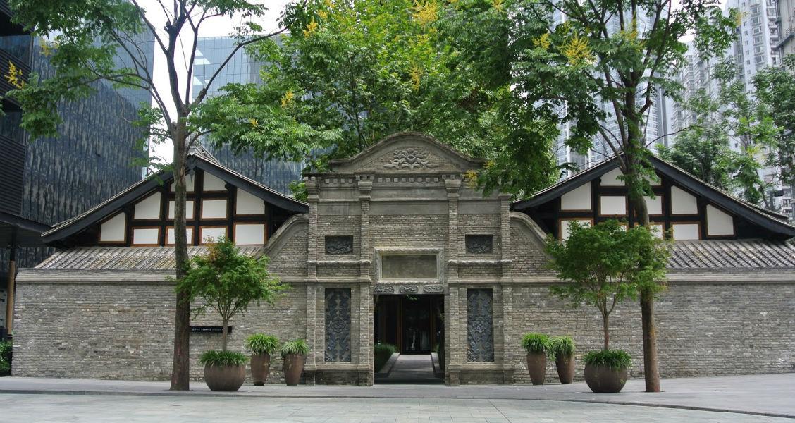 L'ingresso del lussuoso hotel The Temple House a Chengdu