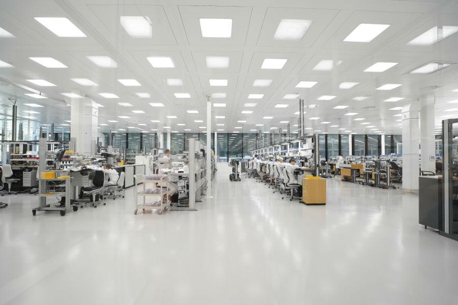 Schaffhausen - la nuova manifattura Iwc: nell'immagine la nuova linea dei banchi degli orologiai ®Marco Scarpa