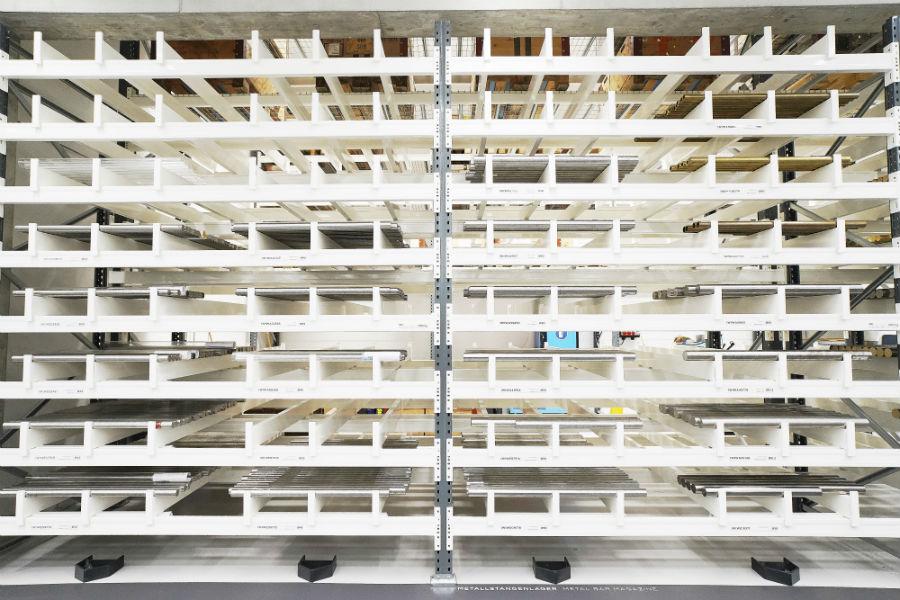 Schaffhausen - la nuova manifattura Iwc: nell'immagine la produzione di casse, lunette e fondelli presuppone la presenza in loco di un magazzino dedicato ai materiali non lavorati. Nello specifico, pesanti barre di metallo pieno (oro, acciaio, titanio, persino Ceratanium) attentamente catalogate per diametro e tipologia. ®Marco Scarpa