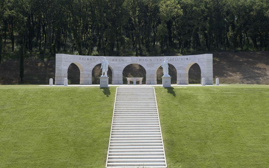 Brunello Cucinelli - nell'immagine il Monumento alla Dignità dell'Uomo a Solomeo