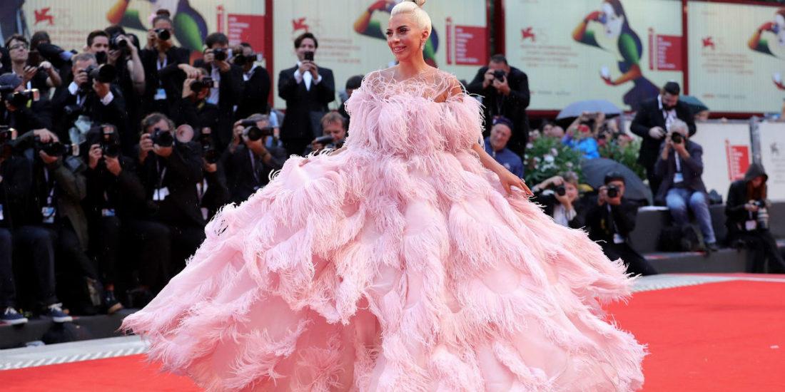 Festival del cinema di Venezia 2018 - i look del red carpet: Lady Gaga in Valentino