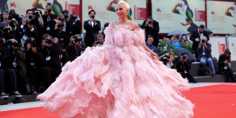 Festival del cinema di Venezia 2018 - i look del red carpet: Lady Gaga in Valentino
