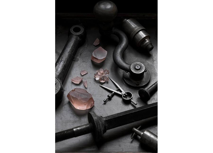 Homo Faber - Il banco di lavoro del Maestro Philippe Nicolas nell'atelier Cartier della glittica.