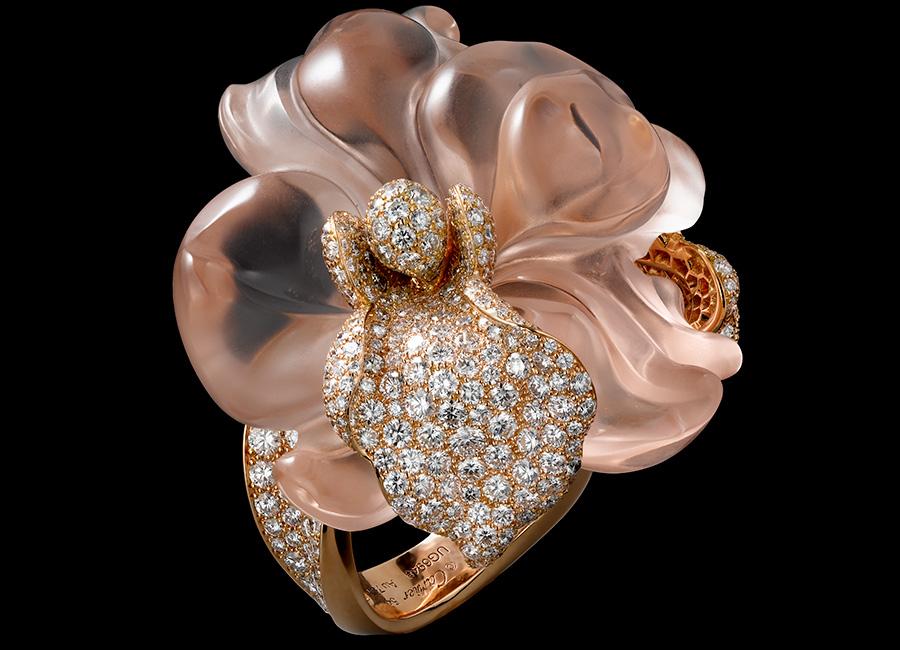 Glittica: Homo Faber - Cartier - Anello di alta gioielleria con una morganite (Berillo rosa) scolpita e brillanti