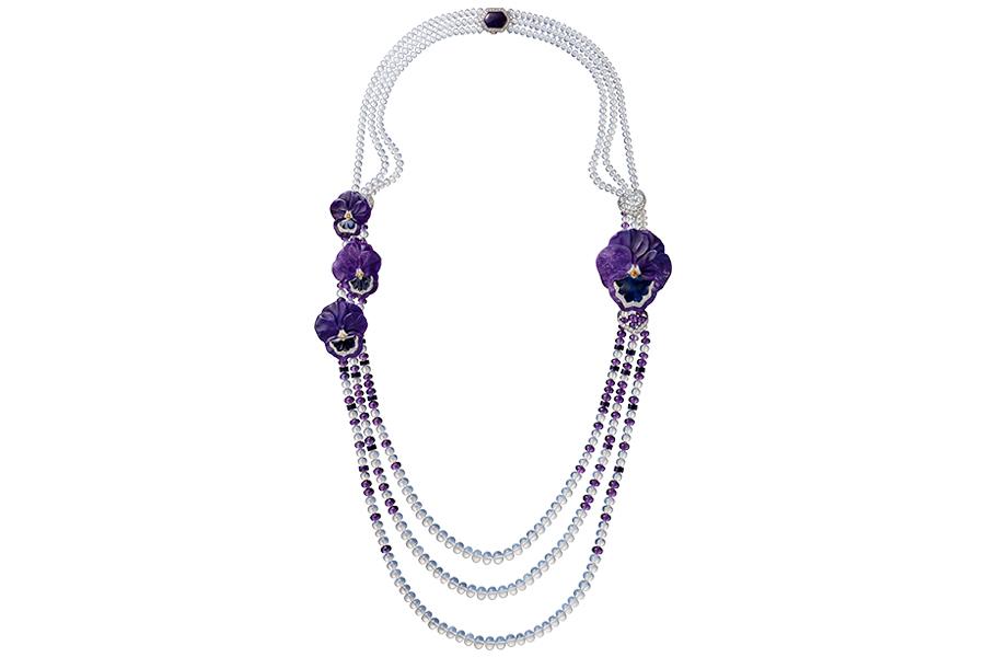 Glittica: Cartier – Cybele – Collana di alta gioielleria con sugilite scolpite, pietre di luna, ametiste, brillanti (3,01 cts), granati arancio, zaffiri.