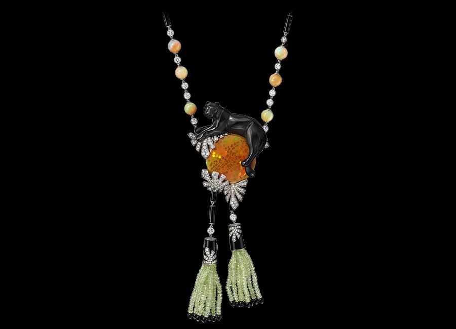 Glittica: Cartier – Alta gioielleria - Collana Pendente con Pantera scolpita a tutto tondo in giada nefrite nera e Opale cabochon dell'Etiopia.