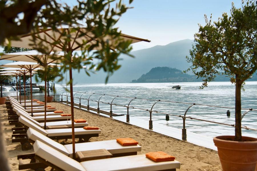 Il Grand Hotel Tremezzo sul Lago di Como: spiaggia privata sul lago
