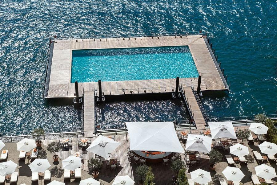 Il Grand Hotel Tremezzo sul Lago di Como: veduta aerea della piscina sul lago