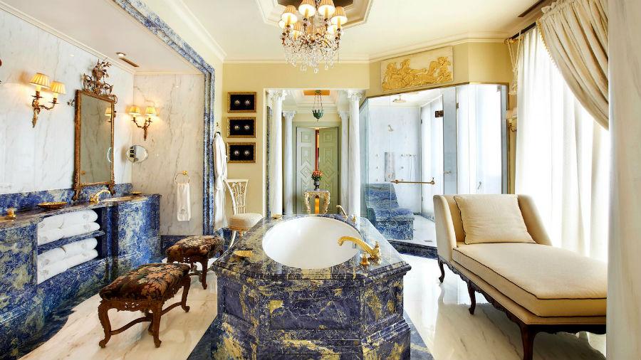 Hotel Grande Bretagne - Atene: una lussuosa stanza da bagno
