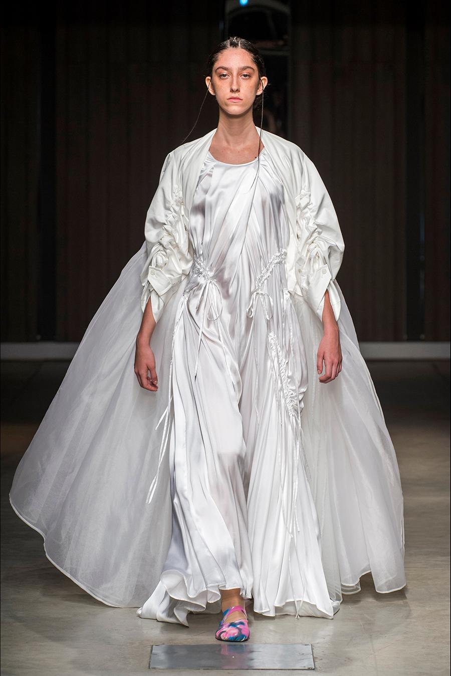 Milano Fashion Week 2018 - un modello della collezione donna di Chika Kisada SS2019