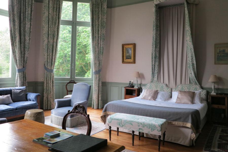 Camera da letto di una Junior Suite dell'Hotel Castello di Verrières