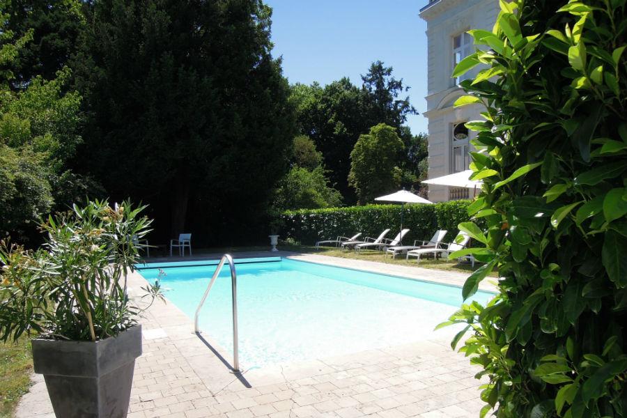 Piscina esterna dell'Hotel Castello di Verrières