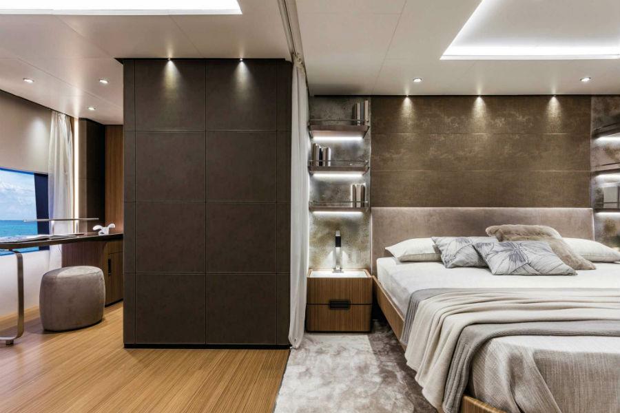 Il nuovo yacth Custom Line 120 del Gruppo Ferretti: la suite armatoriale