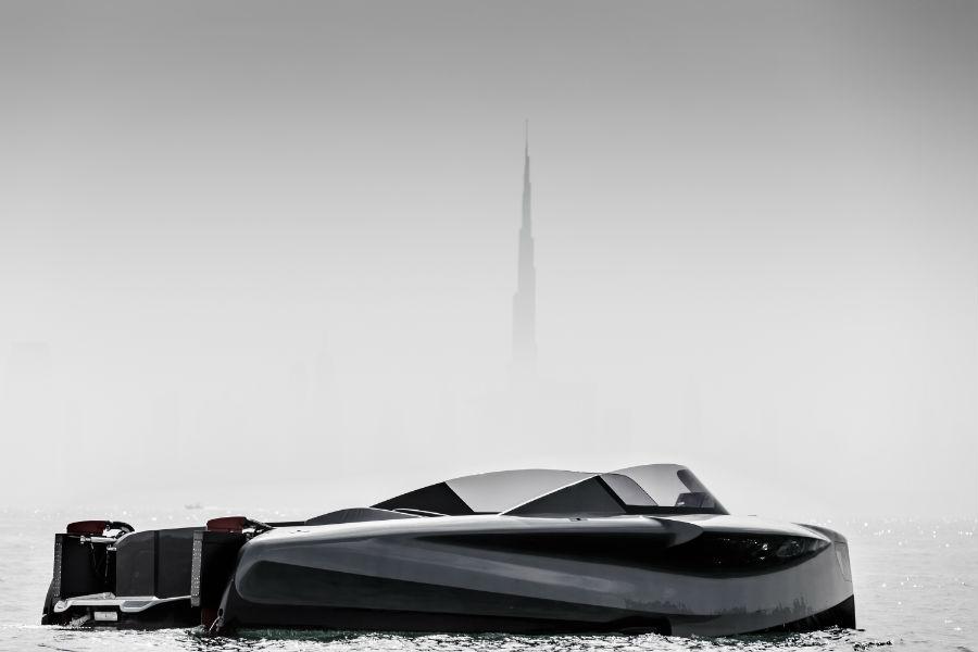 Foiler, il superyacht di Enata Marine, che vola sull'acqua grazie all'utilizzo di foil