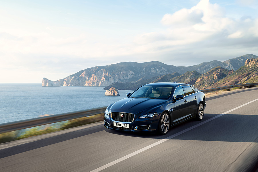 Jaguar XJ50 su strada