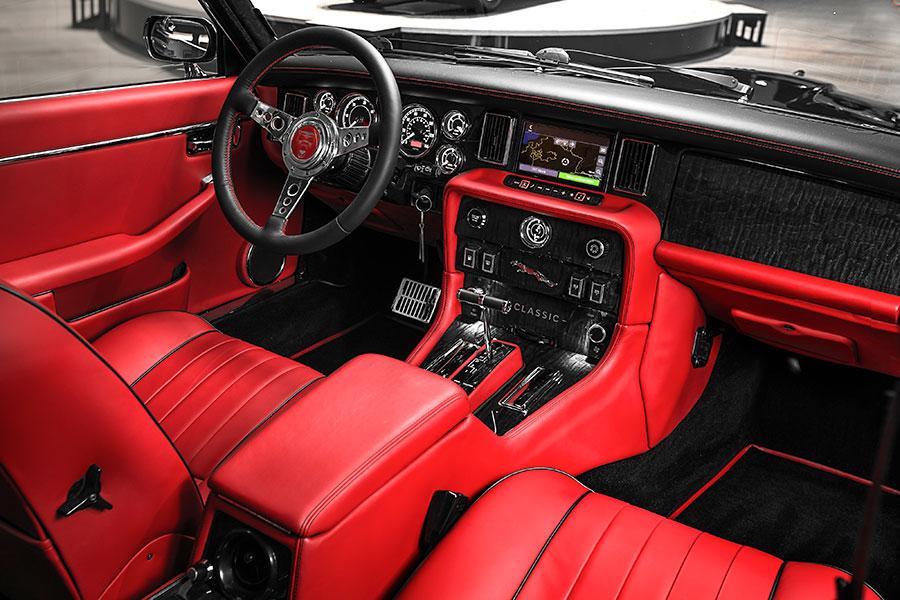 """Gli interni della Jaguar XJ """"Greatest Hits"""" creata per Nicko McBrain"""