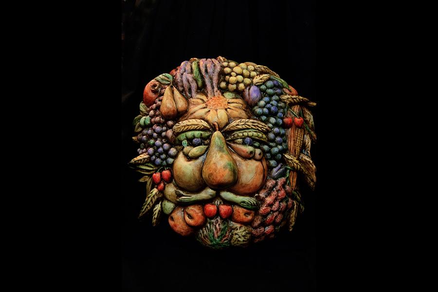 """Le maschere veneziane artigianali de la Bottega dei Mascareri: Una delle grandi passioni del Maestro è l'Arte e per questo motivo ama riprodurre in maschere alcune delle grandi opere dei pittori del passato. Nell'immagine, l' """"Arcimboldo"""". Una delle tante maschere a tema artistico realizzate da Boldrin: con meticolosità e dovizia di particolari è riuscito a realizzare una creazione ispirata alle famose composizioni dell'artista milanese."""