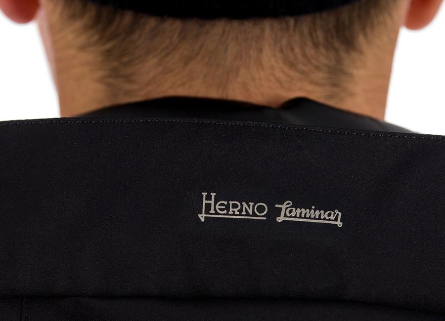 moda uomo invernale stagione 2018-2019: nell'immagine un dettaglio del collo di un capo di abbigliamento Herno