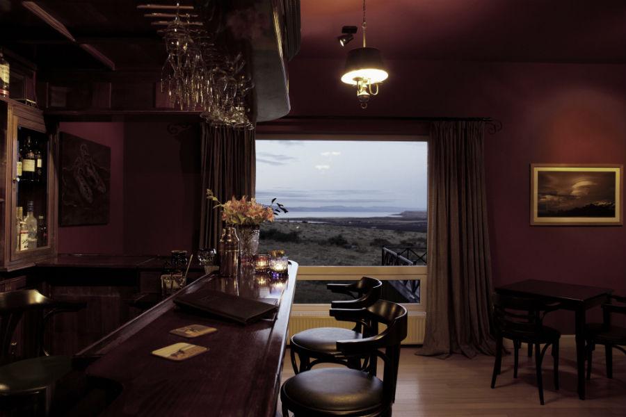 Relais & Chateaux - il resort Eolo per scoprire la Patagonia: nell'immagine il bar