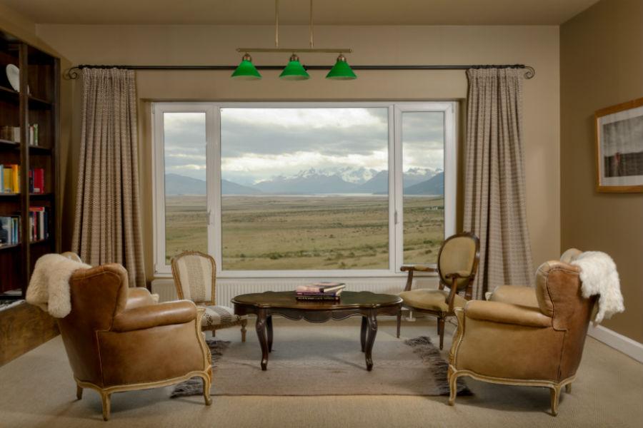 Relais & Chateaux - il resort Eolo per scoprire la Patagonia: nell'immagine la libreria