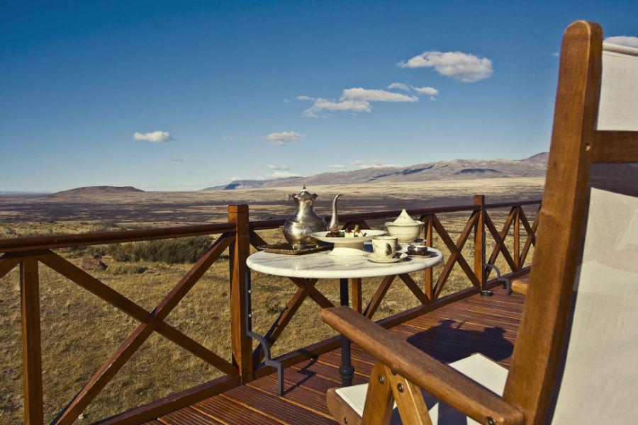 Relais & Chateaux - il resort Eolo per scoprire la Patagonia: nell'immagine la terrazza esterna