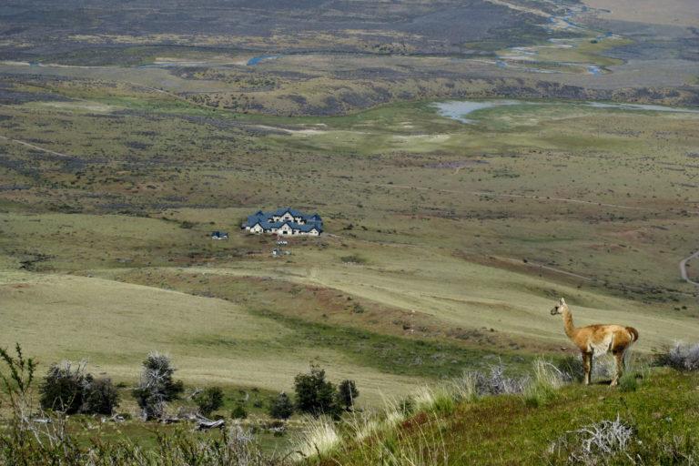 Relais & Chateaux - il resort Eolo per scoprire la Patagonia: nell'immagine il resort e l'incredibile panorama a 360°