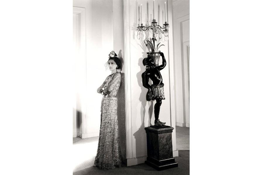 Una foto d'epoca che ritrae Gabrielle Chanel by Cecil Beaton 1936