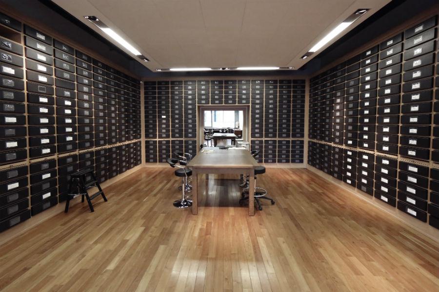 Intervista a Monsieur Hubert Barrère, direttore creativo della Maison Lesage: nell'immagine, la sala degli archivi dedicati al ricamo