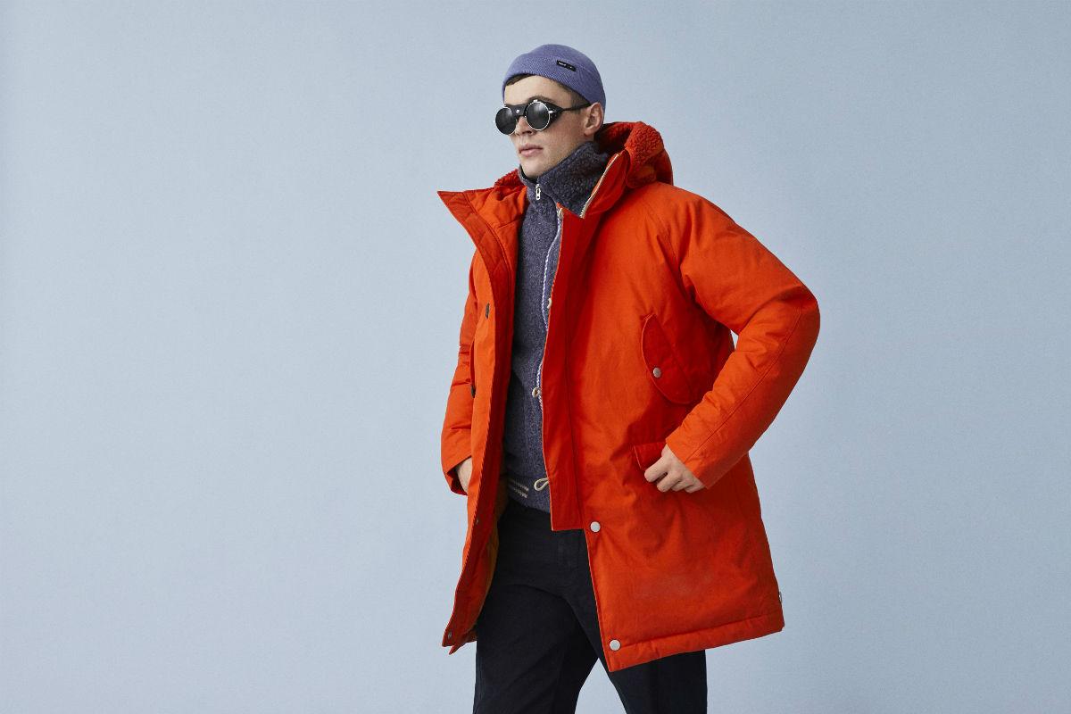 Abbigliamento da montagna: uomo indossa capi di di Stewart