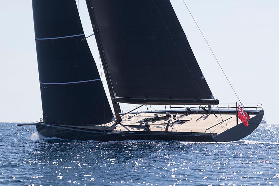 La barca a vela Wally 100 Tango in tutta la sua eleganza sul mare