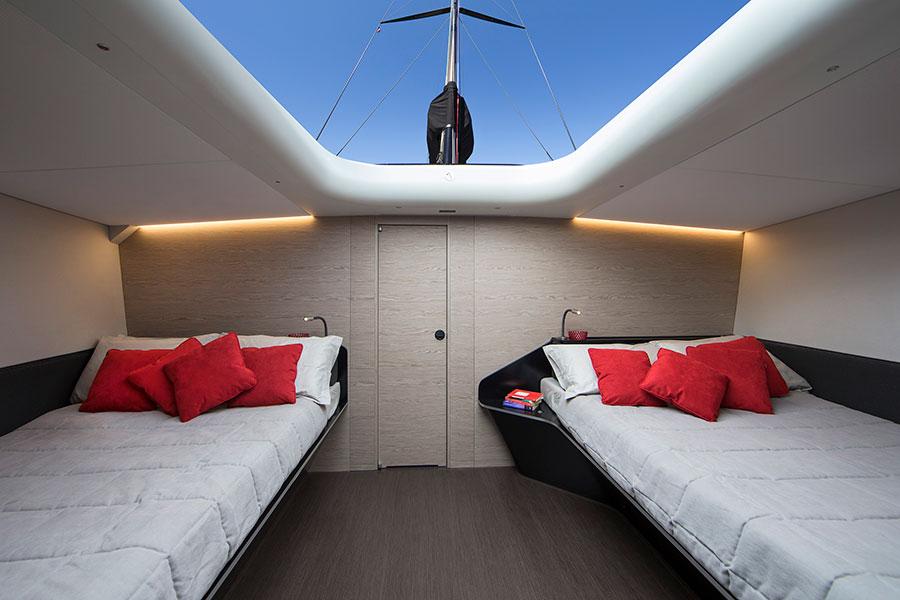 Gli interni della barca a vela Wally 100 Tango