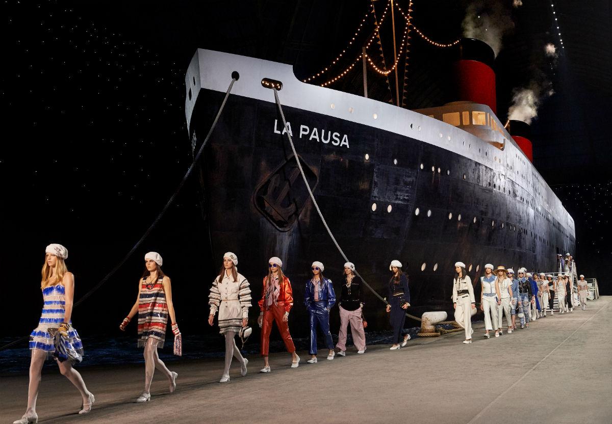 Passerella finale della sfilata di presentazione della Chanel Cruise 2019