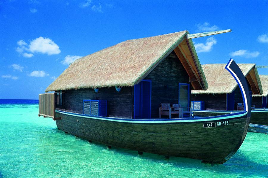 Cocoa Island, resort di lusso a Makunufushi - Maldive: nell'immagine una delle suite a forma di dhoni