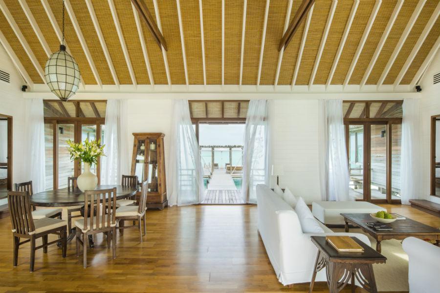 Cocoa Island, resort di lusso a Makunufushi - Maldive: nell'immagine il soggiorno di una delle suite