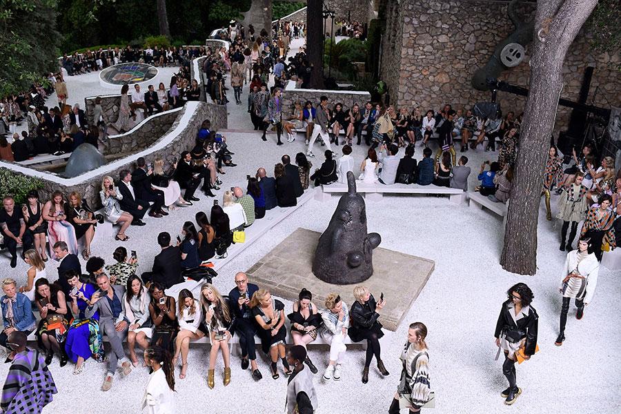 Louis Vuitton Cruise 2019 - alcuni modelli di abiti in sfilata