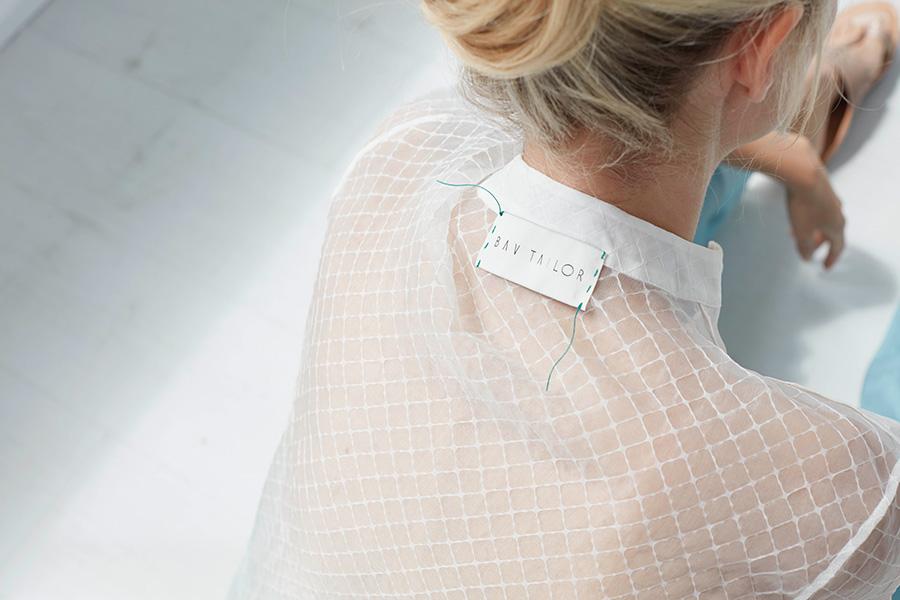 Moda etica: nell'immagine un capo di abbigliamento ecosostenibile di Bav Tailor SS19 Samhita Collection