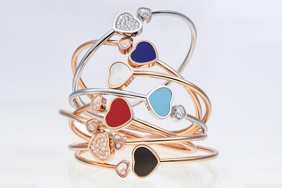 Pisa Orologeria - il Salone dei Gioielli. Nell'immagine: Chopard - Happy Hearts – Bracciali in oro bianco e rosa con pietre dure e diamanti.